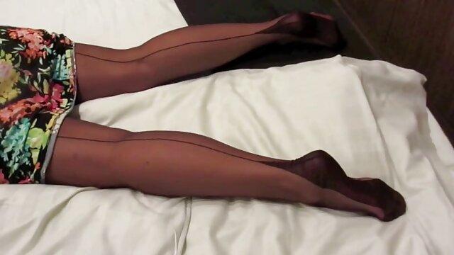 La sexy Little Kat Monroe da una vuelta en lesbianas españolas follan bien rico The Tremor