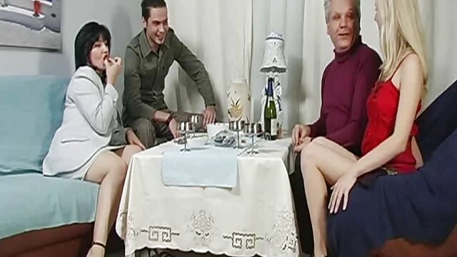 Elena - adolescente lesbianas españolas amater mojada