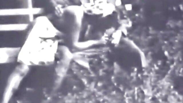 Ashley Graham parece videos lesbianas en español gratis follada por dos criadas negras