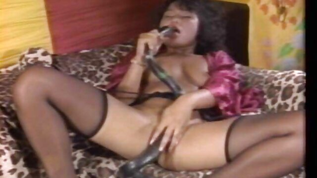 WANKZ- Missy Maze tiene sexo con su jefe en la oficina lesvianas en castellano