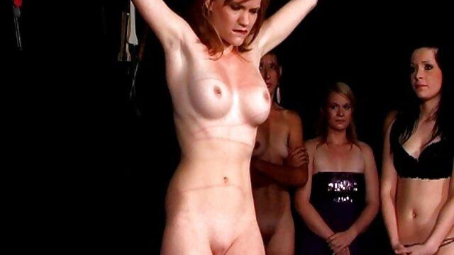 Chica caliente xxx lesbico en español bailando