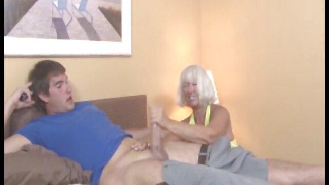 Milf pornstar da placer a su apretado coño lesbianas españolas hd