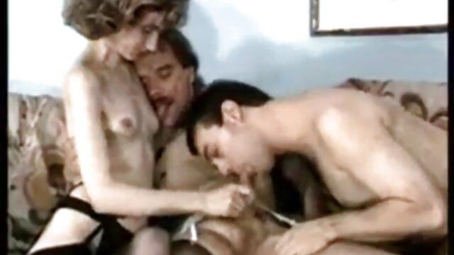 Juegos anales sucios con Layla Price y abuelas españolas lesbianas Kelsi Monroe