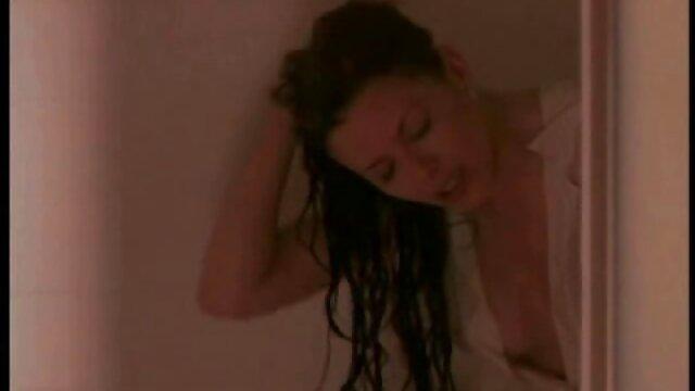 La pequeña adolescente rubia Darcie videos lesvicos español Belle se golpea