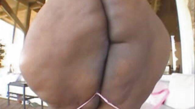 El coño de una nena con curvas es estirado videos gratis de lesbianas españolas por una polla gruesa