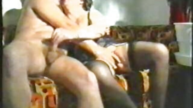 Hermosa mujer sexo de lesbianas españolas esclavizada.BDSM