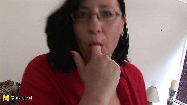 La videos xxx lesbianas españolas hermanastra rubia Lily Rader recibe una follada