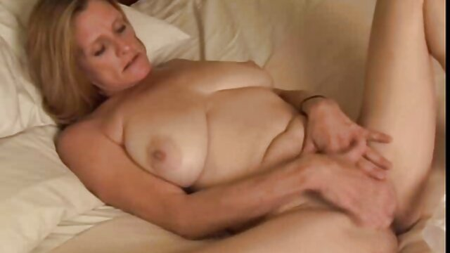 Sexy eva videos de lesbianas maduras en español masturbándose