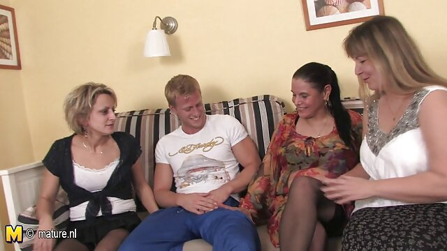 Lauren Phillips y su enorme lesbians españolas culo enorme