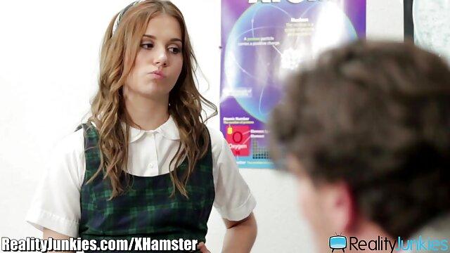 ¡Bustos manipuladores de lesbiana hablando español hijo en la boca de madrastra!